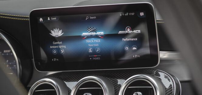 <strong>SMALERE:</strong> Det har tilkommet ny skjerm og AMG har lagt inn egne funksjoner. Foto: Mercedes