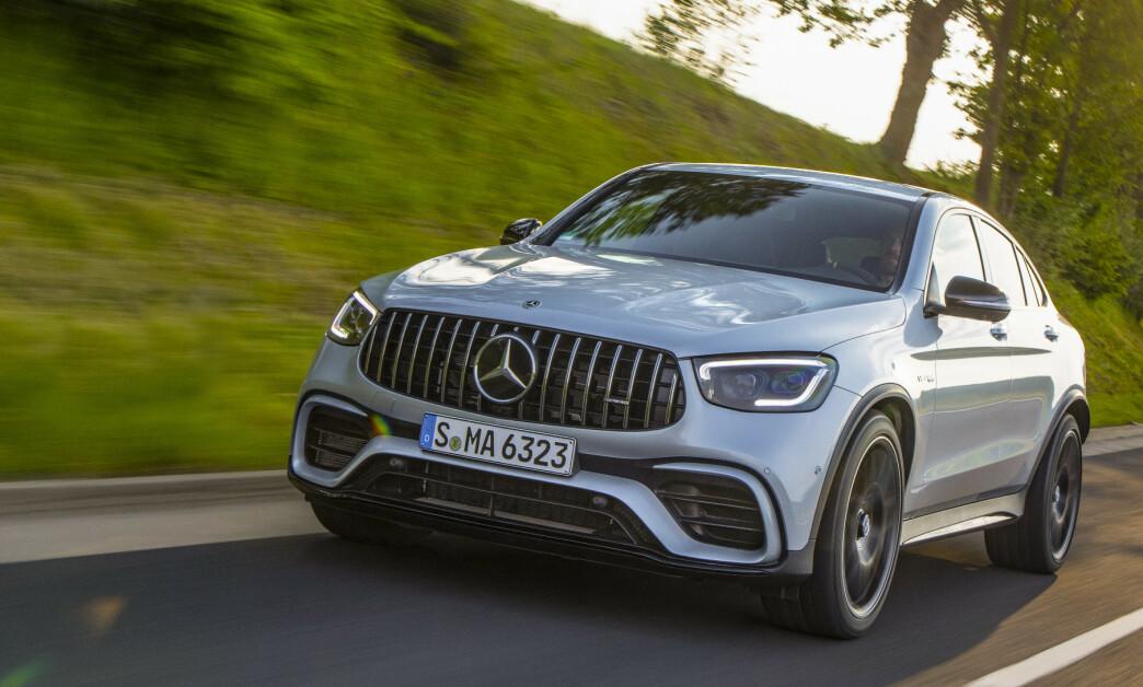 <strong>Mercedes-AMG GLC 63 S:</strong> Bilen får ny front. Lyktene er mest oppsiktsvekkende, men også grillen har fått en helt annen utforming. Foto: Mercedes