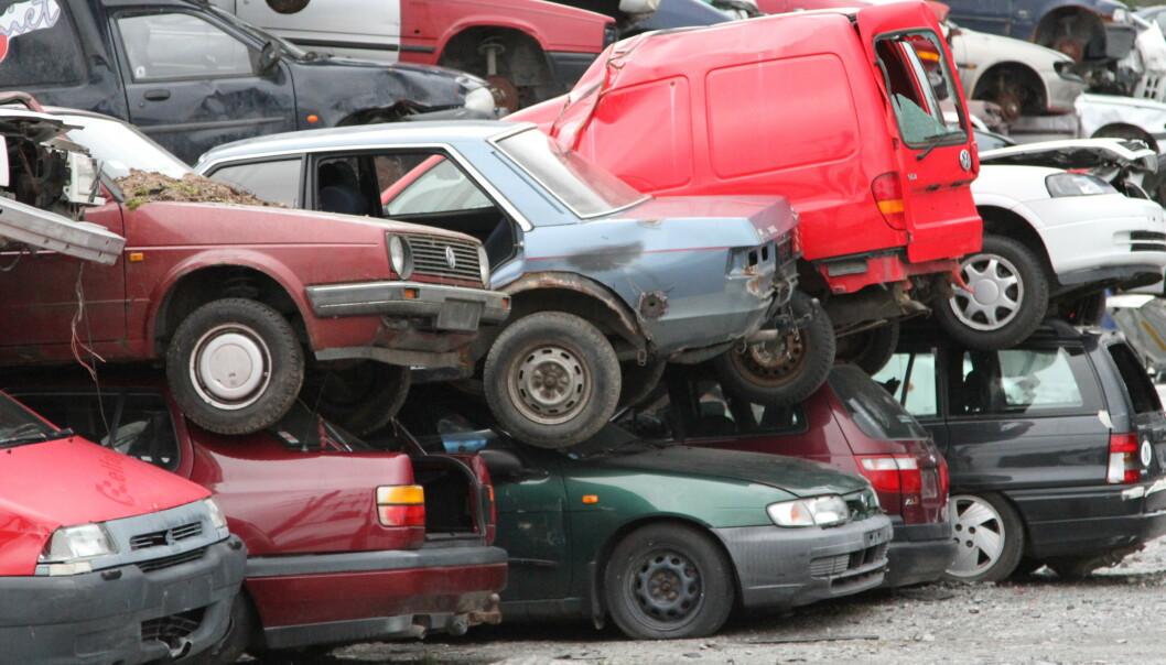 <strong>GAMMEL BILPARK:</strong> Det ruller mange gamle biler på norske veier. Nå kommer forslagene om dramatisk økning i vrakpanten. Foto: NTB/Scanpix