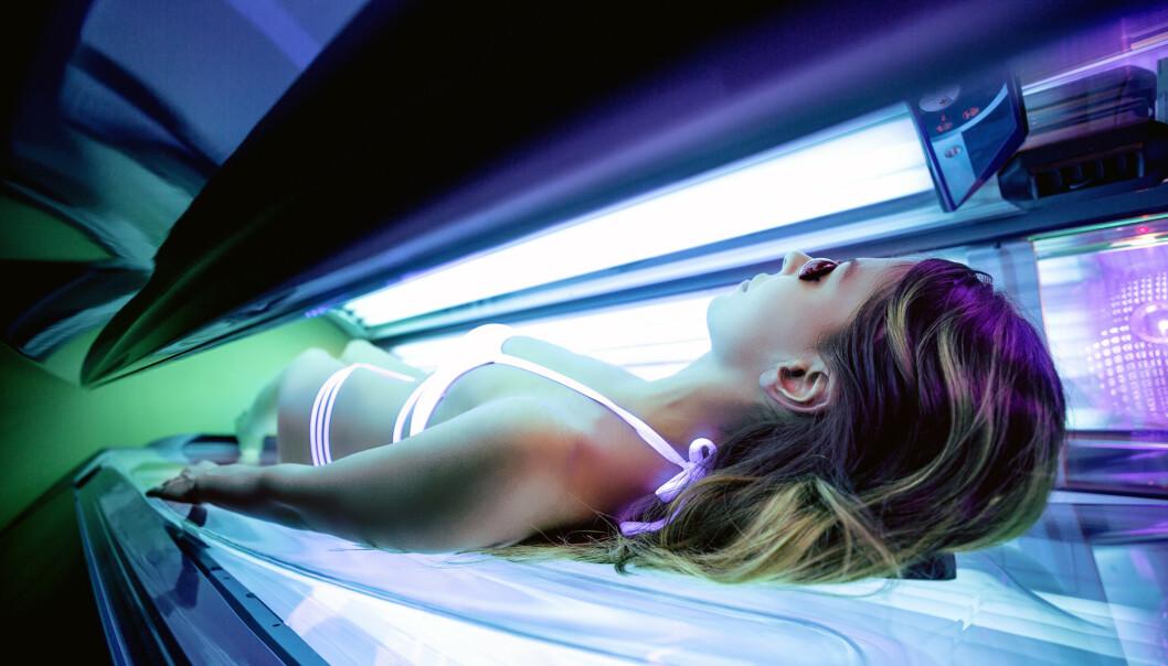 SOLARIUM: Å ta solarium øker risikoen for hudkreft, og bare 10 runder kan øke risikoen med hele 20 prosent, ifølge hudlege. FOTO: NTB Scanpix