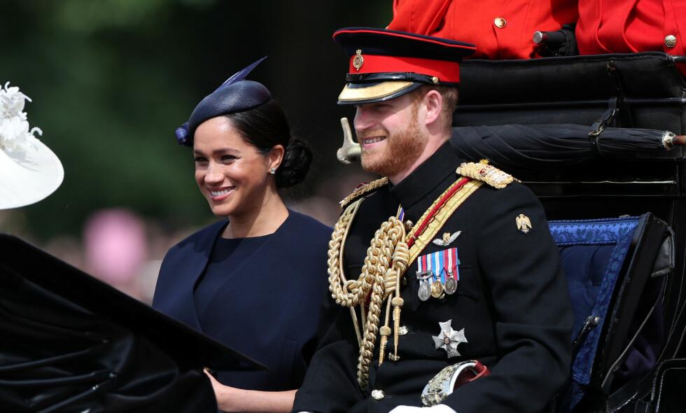 TILBAKE: Hertuginne Meghan viser seg for første gang for offentligheten etter at hun fødte Archie 6. mai. Her er hun med prins Harry i London i formiddag. Foto: NTB Scanpix
