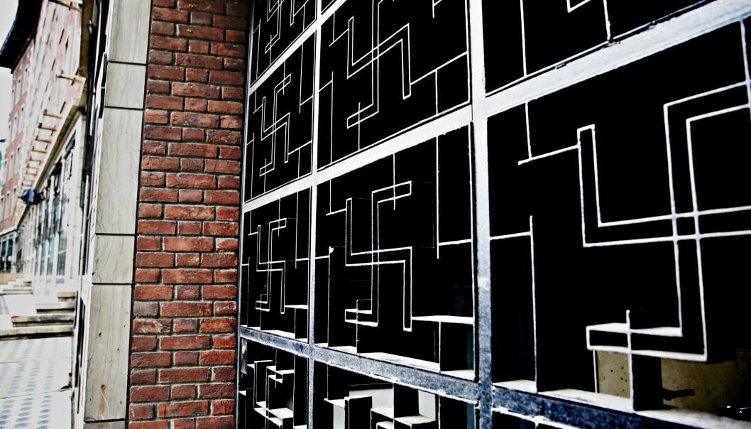 <strong>OSLO:</strong> Porten til tidligere Oslo Lysverkers lokaler på Solli plass prydes av svastikaer. De skal ikke ha noen kobling til nazisme, men snarere symbolisere elektrisk kraft. Porten er bygd i 1931. Foto: Jacques Hvistendahl / Dagbladet