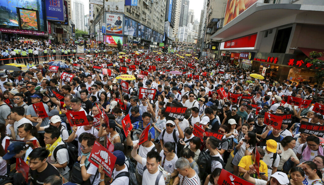 Store menneskemengder demonstrerte i Hongkong søndag i protest mot det nye lovforslaget. Foto: Kin Cheung / AP / NTB scanpix