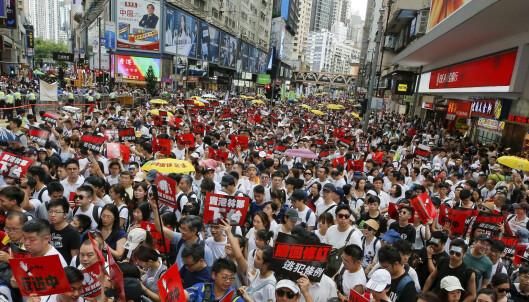 Hundretusener demonstrerte mot utleveringsavtale i Hongkong