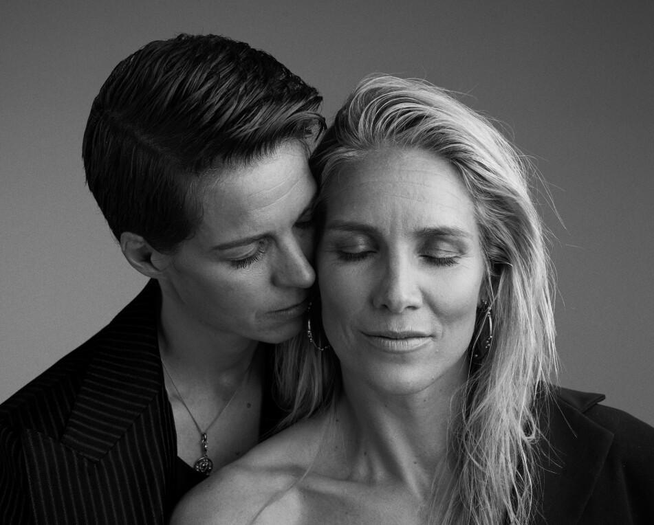 <strong>DEN STORE KJÆRLIGHETEN:</strong> - Å møte Gro var som å «komme hjem», forklarer Anja. Gro på sin side forteller at jo mer hun hang med Anja, jo sterkere ble følelsen om at dette kunne være kvinnen i hennes liv. FOTO: Thomas Qvale, HÅR OG MAKEUP: Sissel Fylling, STYLING: Kjersti Andreassen