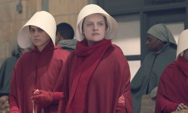EDITORIAL USE ONLY. NO BOOK COVER USAGE. MANDATORY CREDIT: PHOTO BY GEORGE KRAYCHYK/MGM/HULU/KOBAL/REX/SHUTTERSTOCK (10051644DX) NINA KIRI AS OFROBERT AND ELISABETH MOSS AS OFFRED 'THE HANDMAID'S TALE' TV SHOW SEASON 2 - 2018 SET IN A DYSTOPIAN FUTURE, A WOMAN IS FORCED TO LIVE AS A CONCUBINE UNDER A FUNDAMENTALIST THEOCRATIC DICTATORSHIP.