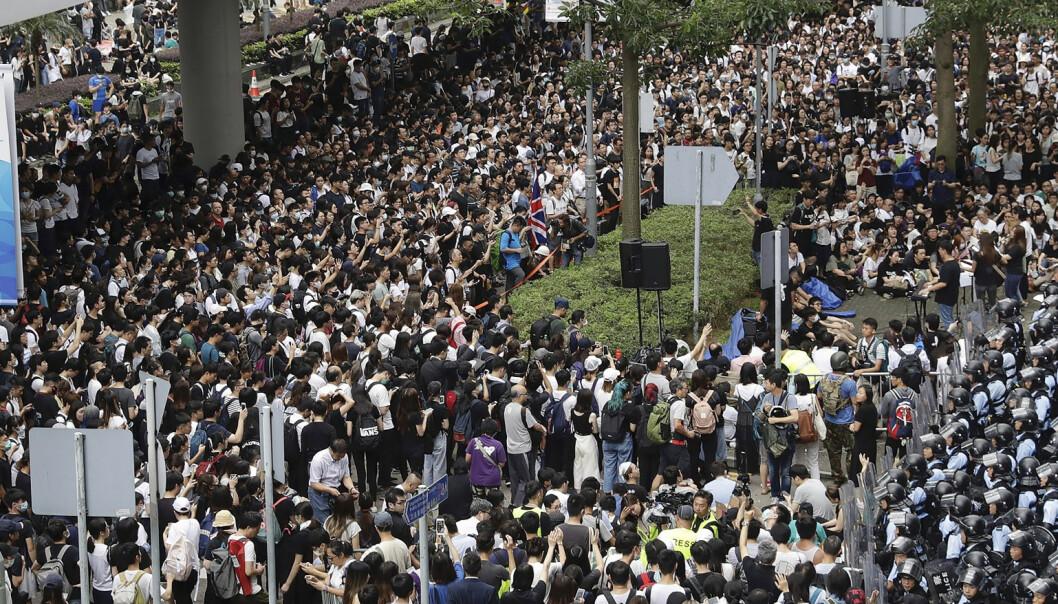 Ny lov ville utlevere aktivister - ble utsatt etter demonstrasjoner