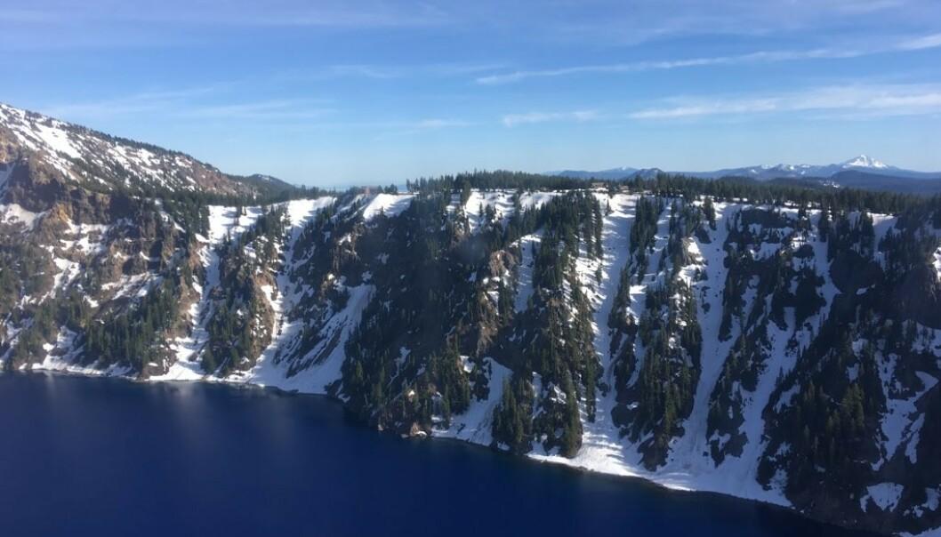 KRATERET: Ifølge Wikipedia er vulkankrateret 2400 meter på det høyeste. Foto: Den amerikanske kystvaktens, 13. distrikt.