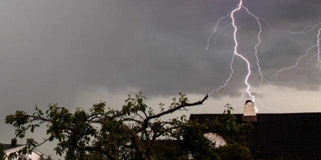 image: Mann truffet av lynet på Kastrup