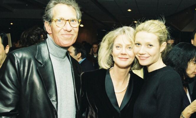 BERØMT FAMILIE: Her er Gwyneth sammen med sine foreldre Bruce og Blyth på «Shakespeare in Love»-premieren i 1998. Året etter vant hun en Oscar for sin prestasjon i filmen. Foto: NTB Scanpix