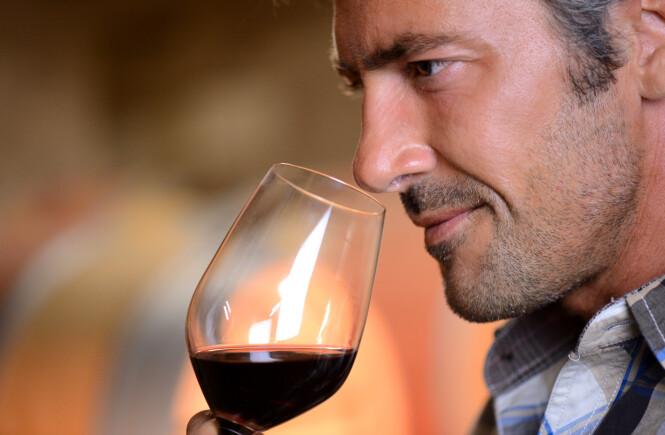 KVALITETSBEVISST: Folk er i dag generelt mer opptatt av hva slags vin de får i glasset enn for bare ti år siden. Foto: NTB Scanpix / Shutterstock