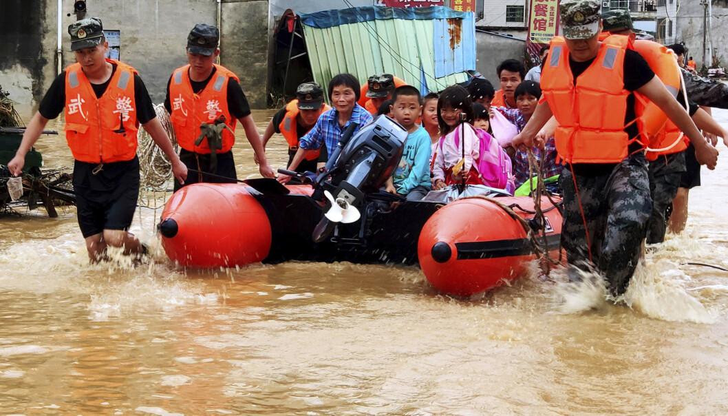 Minst 61 døde og 356.000 evakuert etter flom i Kina