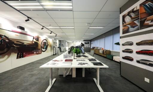 KREATIVT: Her klekker selskapet ut mange av de nye løsningene for Byton. Foto: Byton