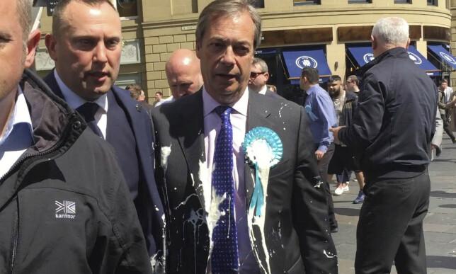 TILSØLT: Brexitpartiets leder Nigel Farage ble kastet milkshake på. Foto: NTB Scanpix