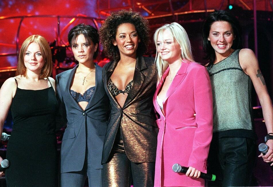 SPICE GIRLS: Geri Halliwell («Ginger Spice»), Victoria Beckham («Posh Spice»), Melanie Brown («Scary Spice»), Bunton («Baby Spice») OG Melanie Chisholm («Sporty Spice») låner bort stemmene sine til ny animasjonsfilm. Foto: Scanpix