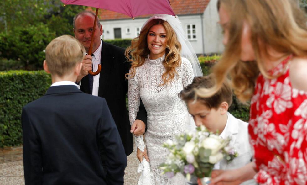 GIFTET SEG: Fotballstjerna Peter Schmeichel og Laura von Lindholm giftet seg lørdag. Foto: NTB Scanpix