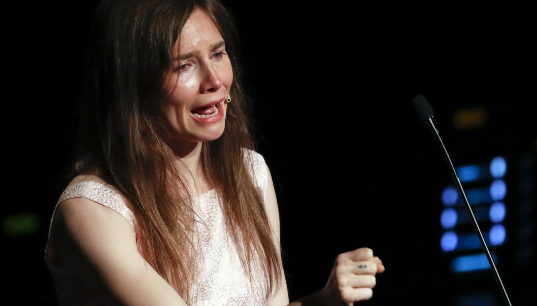 Amanda Knox holdt en følelsesladd tale på strafferettsfestivalen i Modena i Nord-Italia lørdag. Foto: AP / NTB scanpix