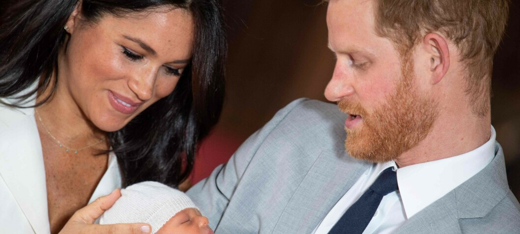 - Dronningen dropper Archies barnedåp