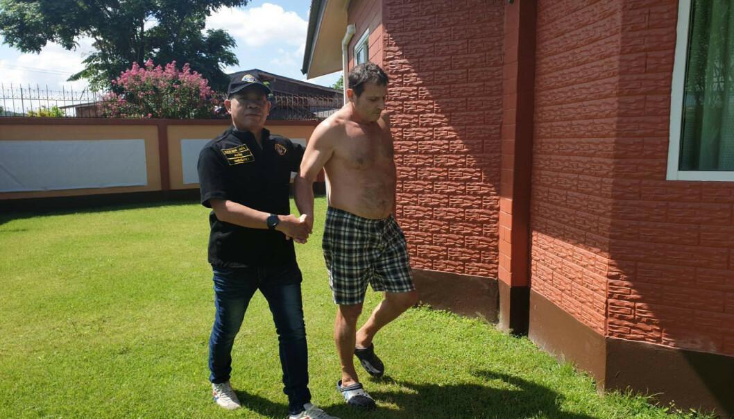 <strong>IKKE HELT IDENTISK:</strong> Selv om Francesco Galdelli (58) kanskje ikke er slående lik Hollywood-stjerna George Clooney, lyktes han i å late som om han var ham i forbindelse med driften av et klesselskap. Foto: Royal Thai Police