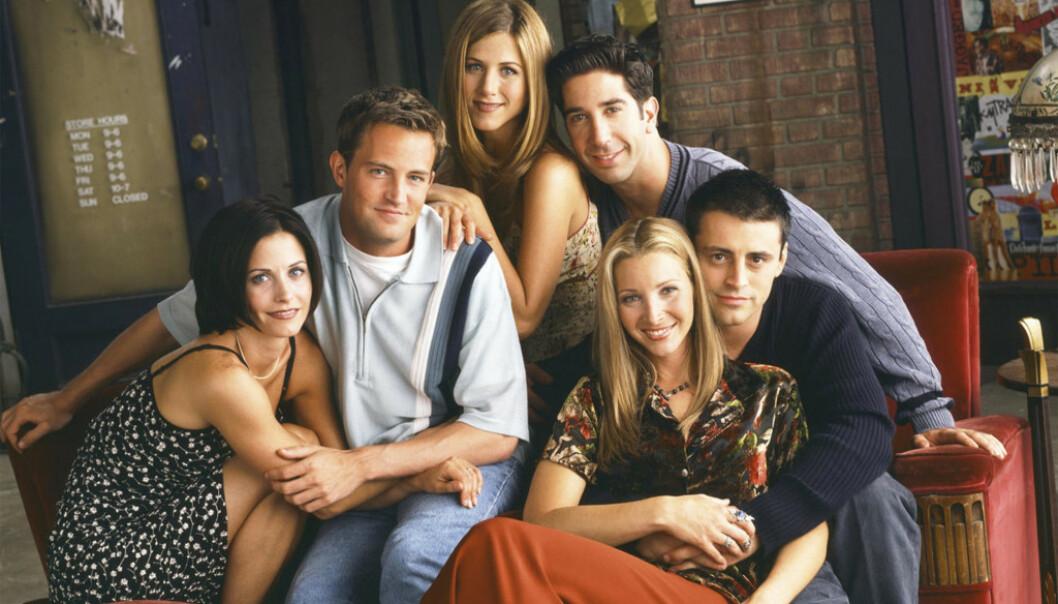SKAL DE GJENFORENES? Nylig gjestet Jennifer Aniston (i midten) talkshowet til Ellen DeGeneres og sa alle skuespillerne hadde vært med på en gjenforening. Foto: Friends