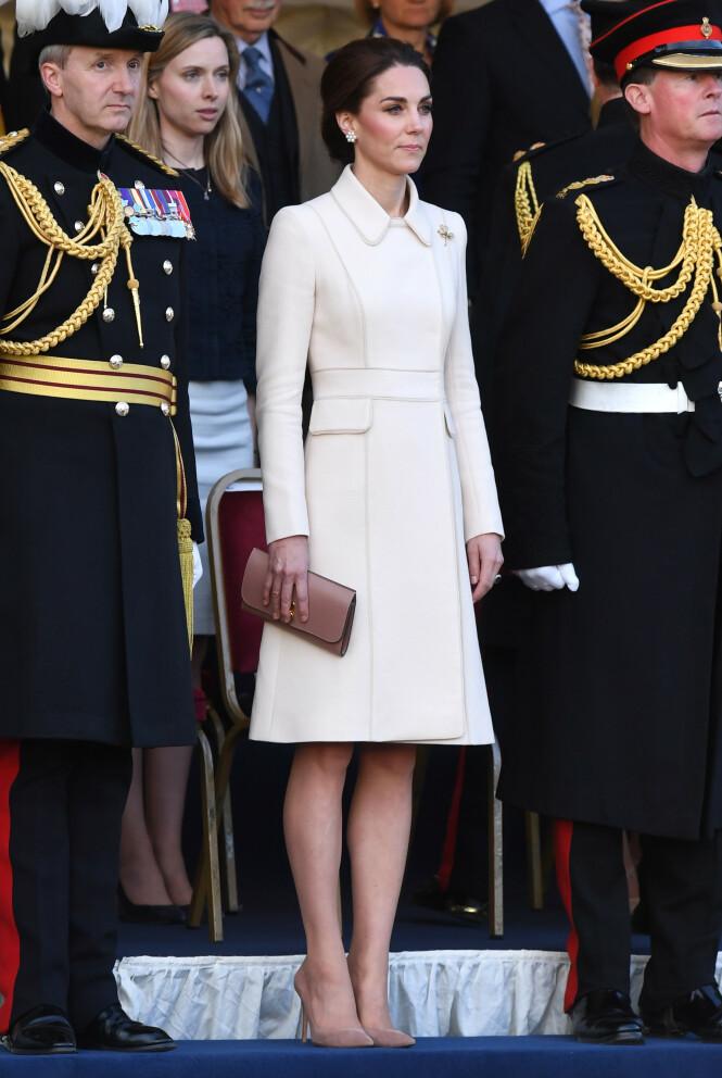 FAVORITTSKO: Hertuginne Kate har nok flere varianter av den klassiske nude pumpsen i nøytral farge. Foto: Scanpix