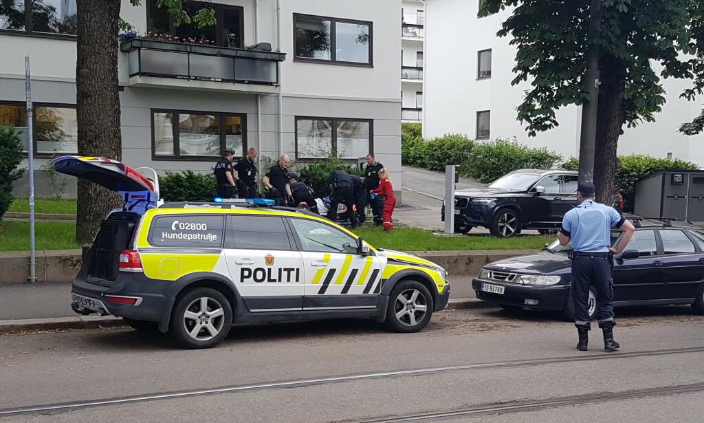 SENDT TIL SYKEHUS: Mannen som ble skutt i beinet er sendt til Ullevål sykehus. Ifølge politiet skal han være ved bevissthet. Foto: Kristoffer Hagen