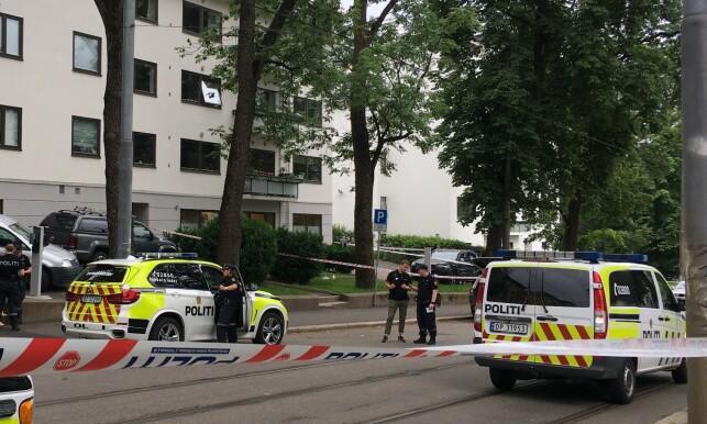 SPERRET AV: Politiet har sperret av området hvor mannen ble skutt og pågrepet. Foto: Mariann Habbestad