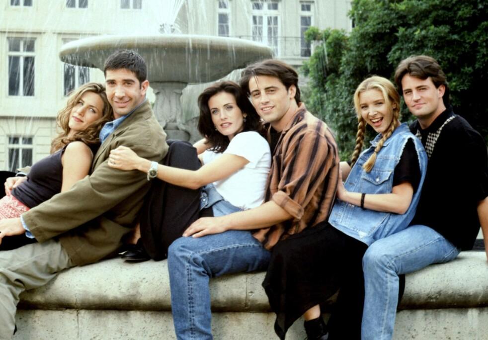 GJENGEN: Disse seks skuespillerne ble stjerner over natten etter at de kapret hovedrollene i «Friends» – eller «Venner for livet» som serien het på norsk. FOTO: NBC
