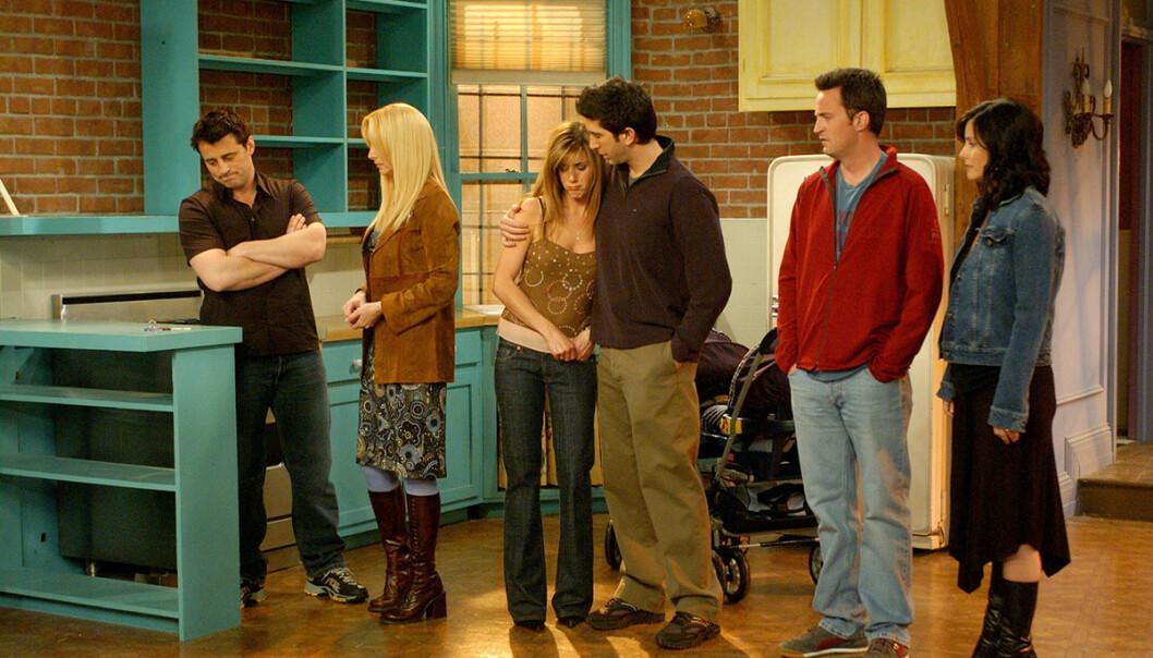 SLUTTEN: Slik så det ut da stjernene spilte inn den aller siste scenen vi fikk se i «Friends». FOTO: NBC