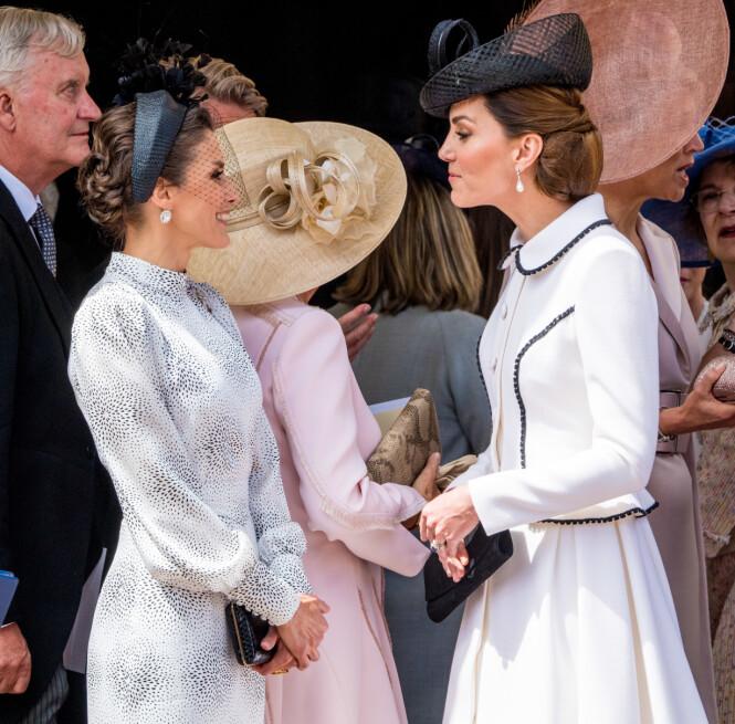 <strong>SNAKKER ENGASJERT:</strong> De to kongelige damene så ut til å trives i hverandres selskap, til tross for at mange har reagert på hertuginne Kates oppførsel. Foto: NTB Scanpix