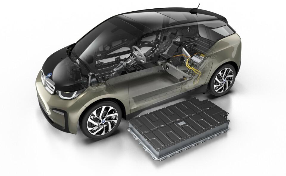 ULIKE: De fleste elbiler bruker store, firkantede battericeller, omtrent på størrelse med en pocketbok.