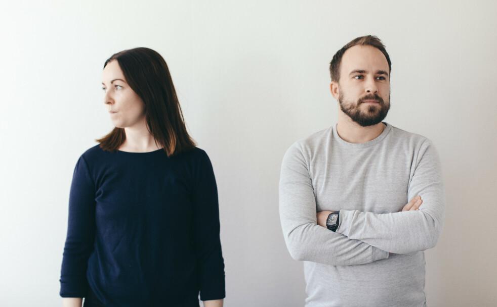 HOS PEDER: I sesong to av podkasten «Hos Peder» møter vi ekteparet Therese Lien Marini (30) og Alexander Marini (35), som opplevde at småbarnslivet tæret på ekteskapet. FOTO: NRK