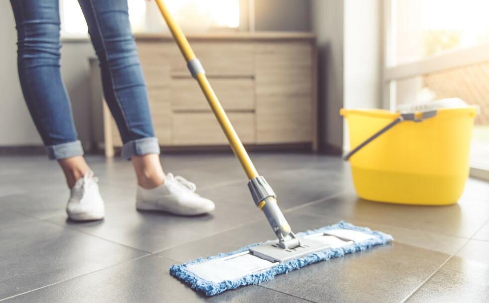 GULVVASK: Det er ikke likegyldig hvordan du velger å vaske gulvet. FOTO: Scanpix