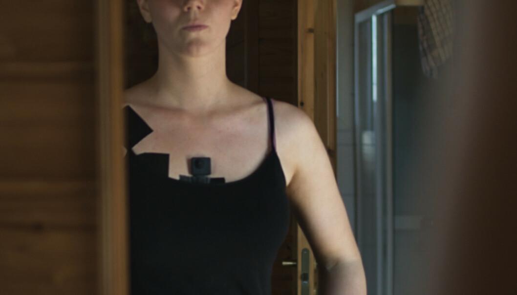 <strong>ANMELDT:</strong> En bonde har anmeldt Norun Haugen og filmselskapet Piraya Film etter bruken av skjult kamera på flere grisefarmer. Foto: Piraya Film / NRK