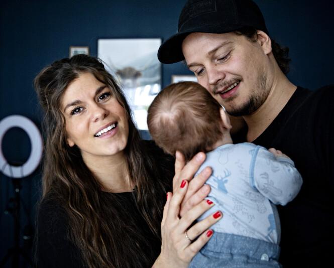 PRIVATLIV: Siden lille Falk kom til verden har Kristin og Dennis delt et par bilder av ham. Det vil derimot ikke bli hverdagskost å få se ansiktet hans. Snarere tvert imot, forteller foreldrene. Foto: NTB Scanpix