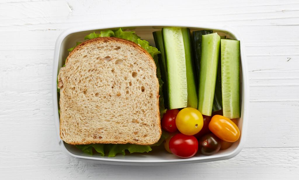 SUNN MATPAKKE: Putt noe grønt i matboksen, så får du mer energi i løpet av dagen. Foto: Shutterstock