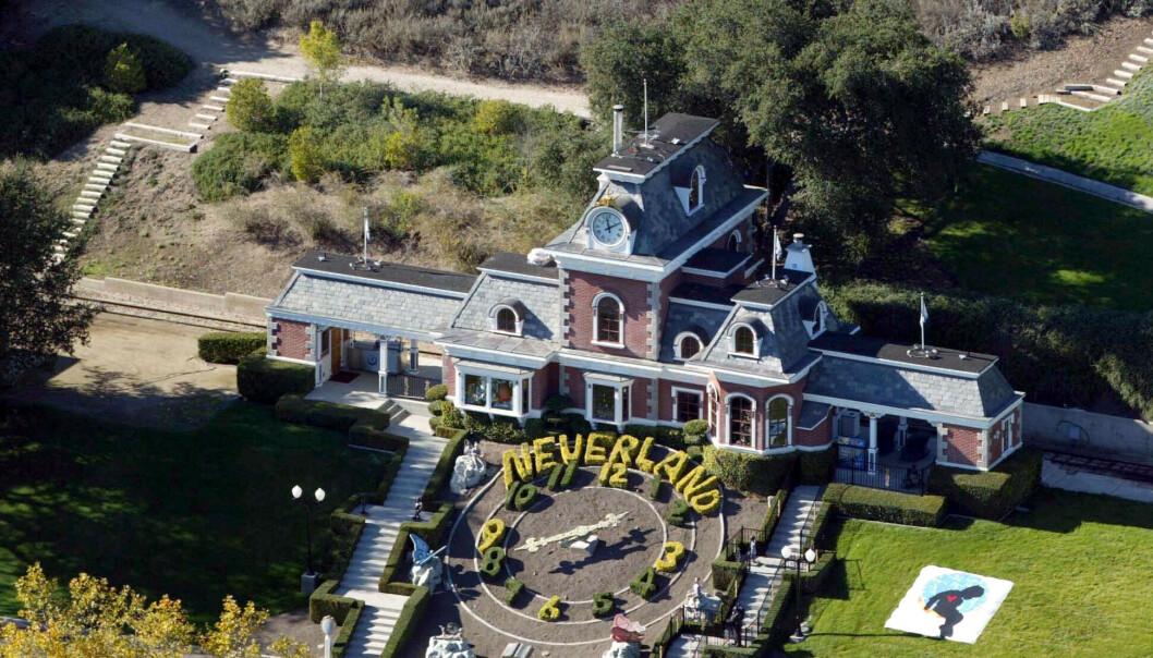 <strong>31 MILLIONER:</strong> Neverland-ranchen, som nå heter Sycamore Valley Ranch, ligger ute til salgs igjen. Dette er bygningens togstasjon. Foto: Stuart Cook/REX/NTB Scanpix