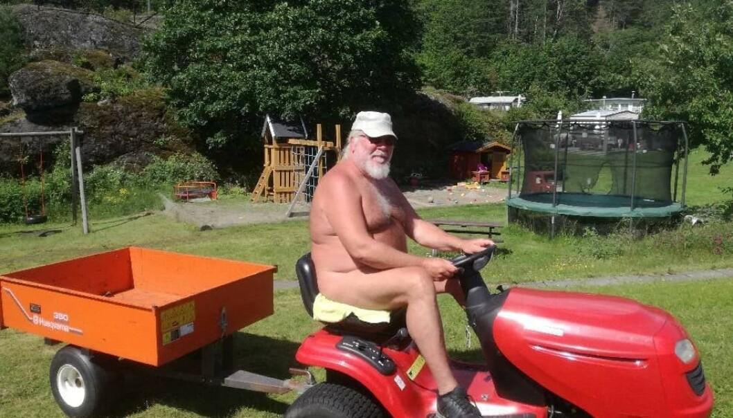 DET ER LOV Å VÆRE NAKEN: Så lenge du ikke sjenerer noen kan du være naken i store deler av Norge. Foto: Mona Ringsrød.
