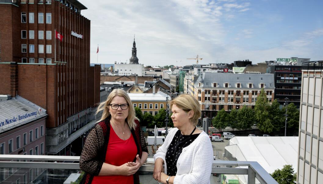 <strong>DE PÅRØRENDES TALSPERSONER:</strong> Politkerne må begynne å snakke med, ikke bare om, de pårørende, mener fagsjef Anne-Grethe Terjesen (t.v.) og Anita Vatland i Pårørendealliansen. FOTO: Kristin Svorte.