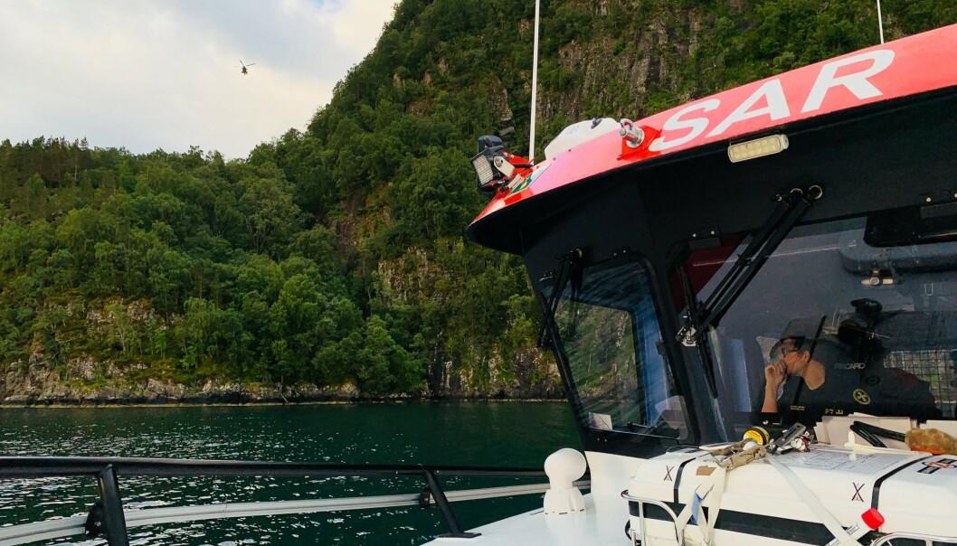Det ble satt i gang en større leteaksjon i Stordal i Møre og Romsdal søndag etter en ung kvinne som har vært savnet siden lørdag. Redningsskøyta DNVII deltok i søket etter den savnede kvinnen. Foto: Redningsselskapet/redningsskøyta DNVII / NTB scanpix
