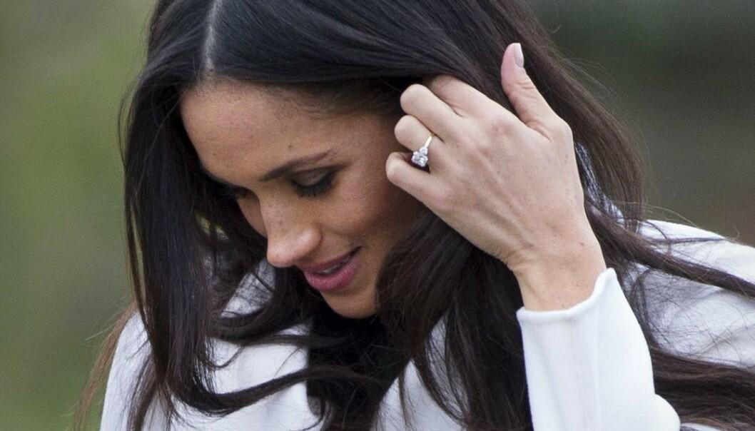 DYR: Diamantringen Harry ga til Meghan da de skulle gifte seg var gedigen. Foto: NTB scanpix
