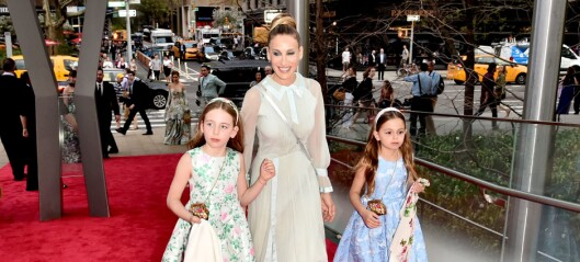 Superstjernen delte rørende bursdagsmelding til tvillingdøtrene