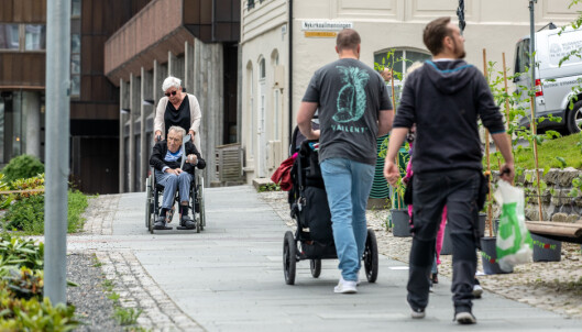 <strong>PÅ POLITIKERNES PREMISSER:</strong> - Politikerne bør tenke på at de også blir gamle en dag, sier Linda Sørbø. Foto: Eivind Senneset.