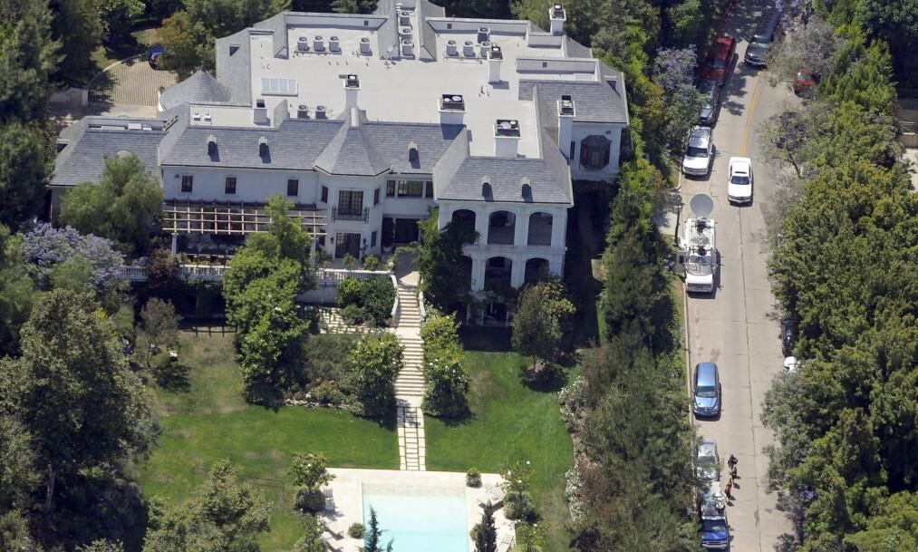 <strong>I SKYGGEN AV NEVERLAND:</strong> Selv om Michael Jackson ofte forbindes med Neverland-ranchen, var det her - i Holmby Hills - at han bodde de siste seks månedene av sitt liv. Foto: NTB Scanpix