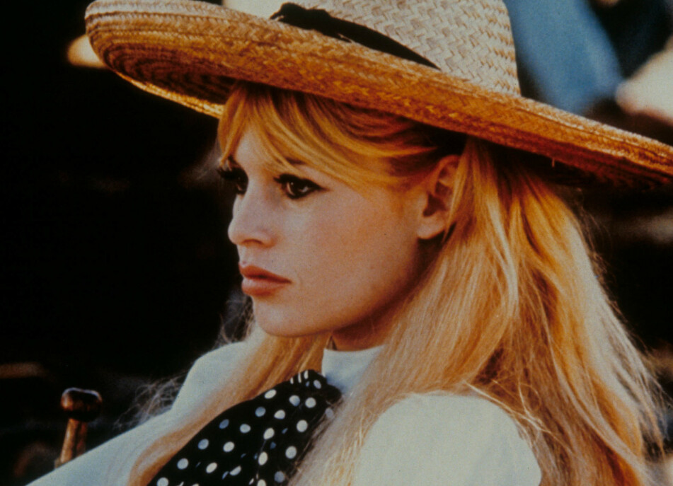 Husker du hvilket tiår Brigitte Bardot var et stort moteikon? Les videre for se om du hadde rett! Foto: Moviestore/REX/NTB Scanpix.