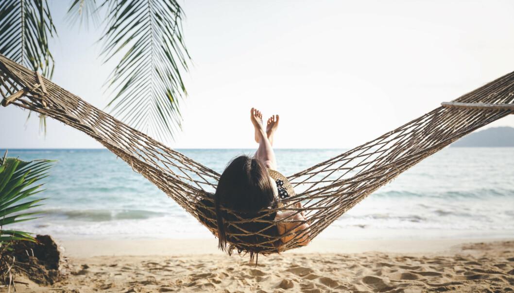 AH, ENDELIG FERIE! Det fine med mindfulness-trening er at den kan utføres i hengekøya. FOTO: NTB Scanpix