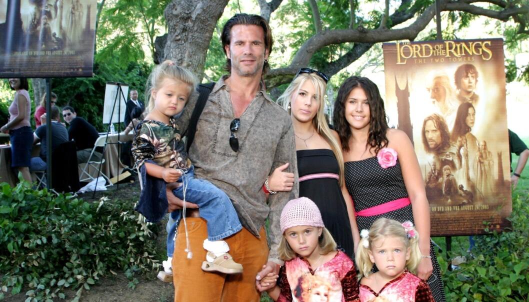 FIN GJENG: Lorenzo med døtrene sine på «Ringenes Herre»-premiere i 2003. Fra venstre: Isabella, Alexandra, Victoria, Shayne og Dakota. Sønnen A. J er ikke tilstede på bildet. FOTO: NTBSCanpix.