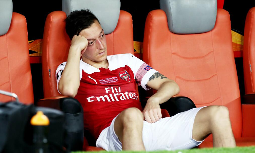 PROBLEMER: Mesut Özil, som her depper etter finaletapet mot Chelsea, er bare et av mange problem Arsenal har, ifølge Kasper Wikestad. Foto: Rex Shutterstock.