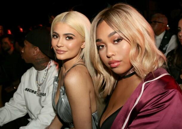 <strong>VIL GJENFORENES:</strong> Jordyn Woods ønsker å legge skandalen bak seg og gjenopprette vennskapet med reality-stjerne og milliardær Kylie Jenner. Her er de to sammen i 2016. Foto: NTB scanpix