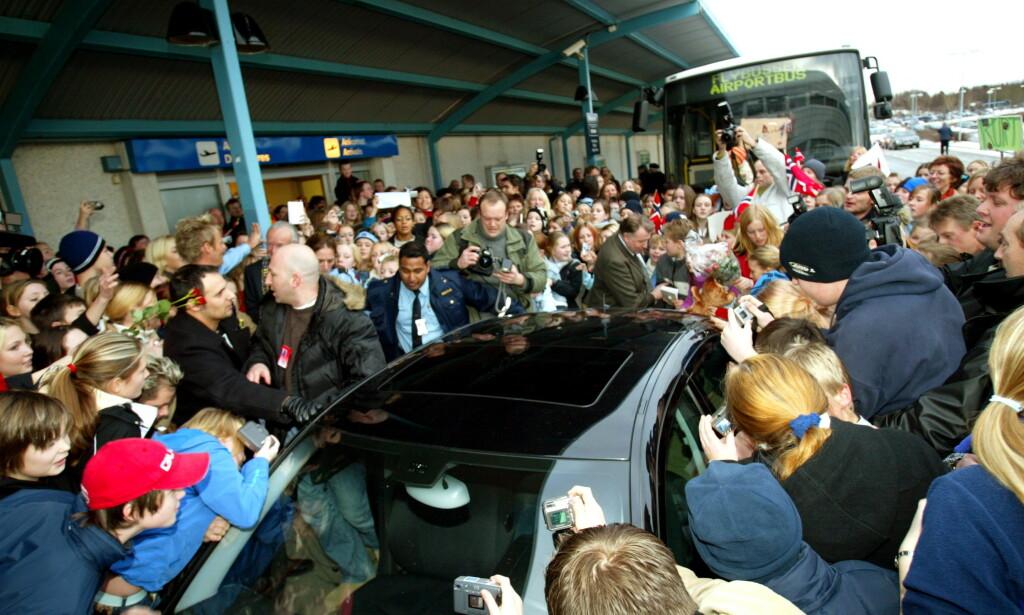 HYSTERI: Slik ble Kurt Nilsen ønsket velkommen tilbake til Bergen etter «World Idol»-seieren i 2004. Foto: Oddmund Lunde / Dagbladet